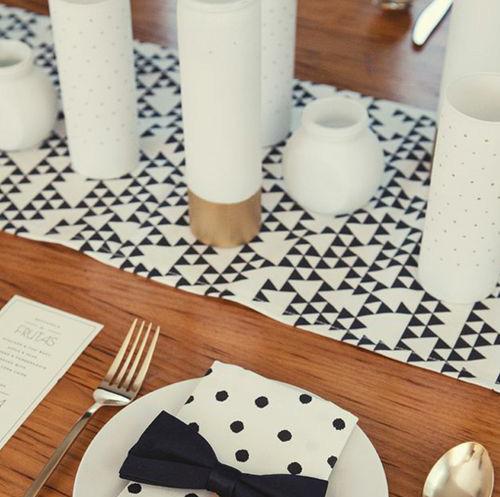 Table à décoration graphique