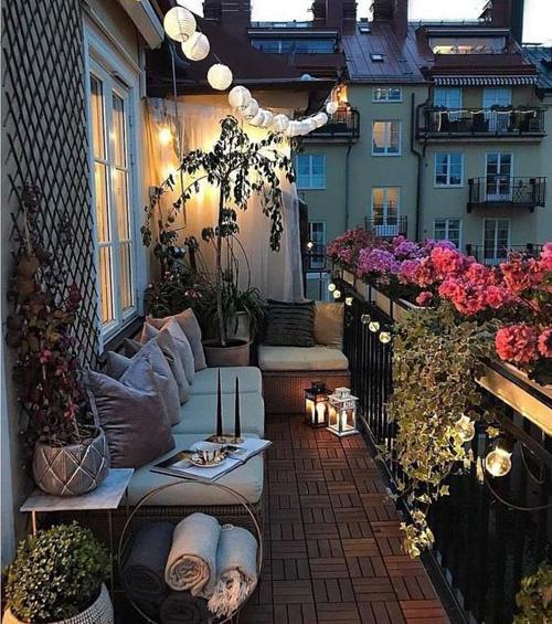 Balcon avec luminaires