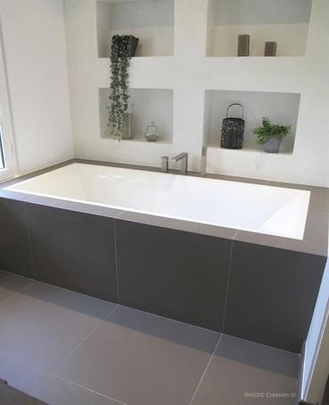 Petite salle de bain 4 astuces pour bien optimiser l for Baignoire petits espaces