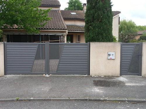 chantier porte de garage portail et portillon habitatpresto. Black Bedroom Furniture Sets. Home Design Ideas