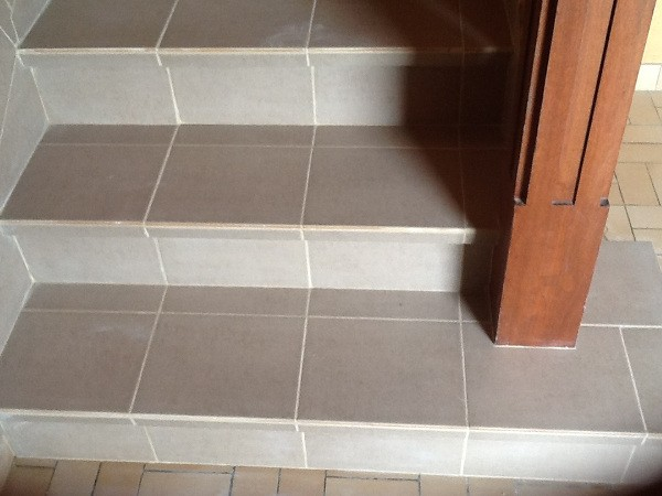 D cembre 2014 r novation d 39 un escalier habitatpresto - Comment carreler un escalier ...