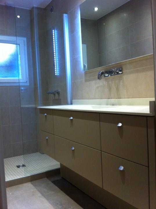 Decoration salle de bain turquoise for Salle de bain jaune et marron