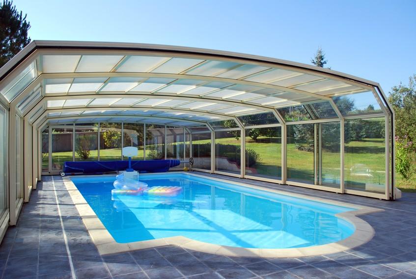 couverture de piscine bien choisir pour une piscine bien prot g e habitatpresto. Black Bedroom Furniture Sets. Home Design Ideas