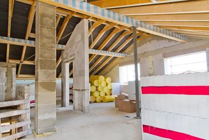 Sur l vation de maison technique et prix habitatpresto for Rehausser toiture