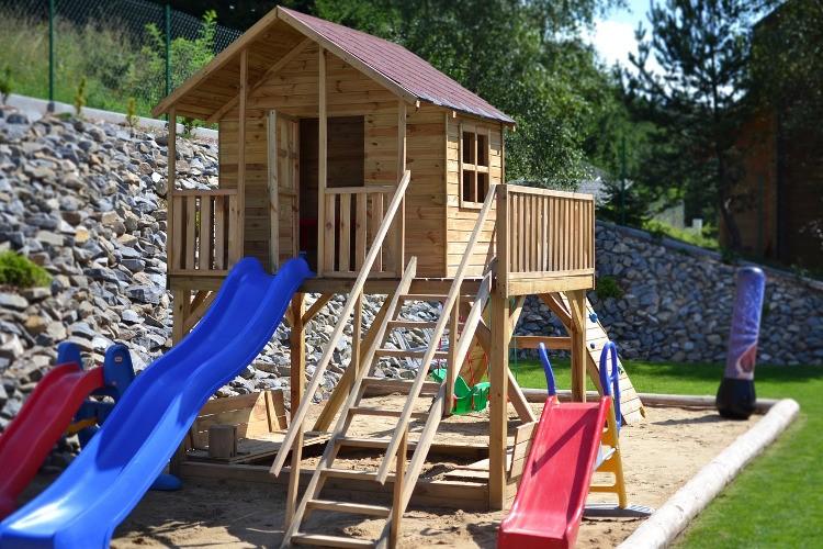 aire de jeux pour enfants comment am nager habitatpresto. Black Bedroom Furniture Sets. Home Design Ideas