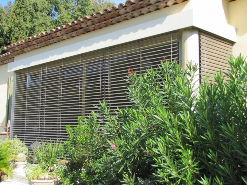 Stores les diff rents types et prix habitatpresto for Brise soleil orientable prix