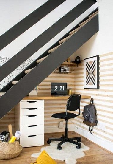 Bureau sous escalier 11
