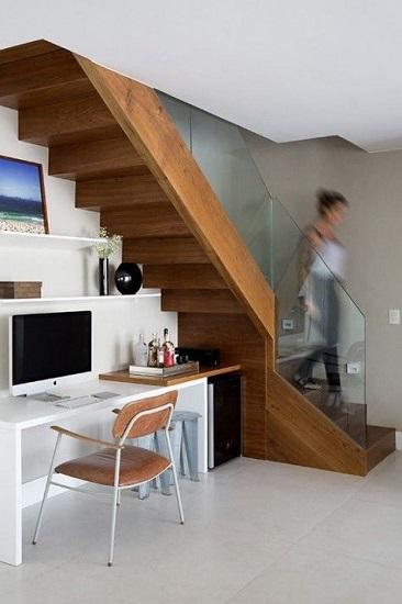 Bureau sous escalier 7