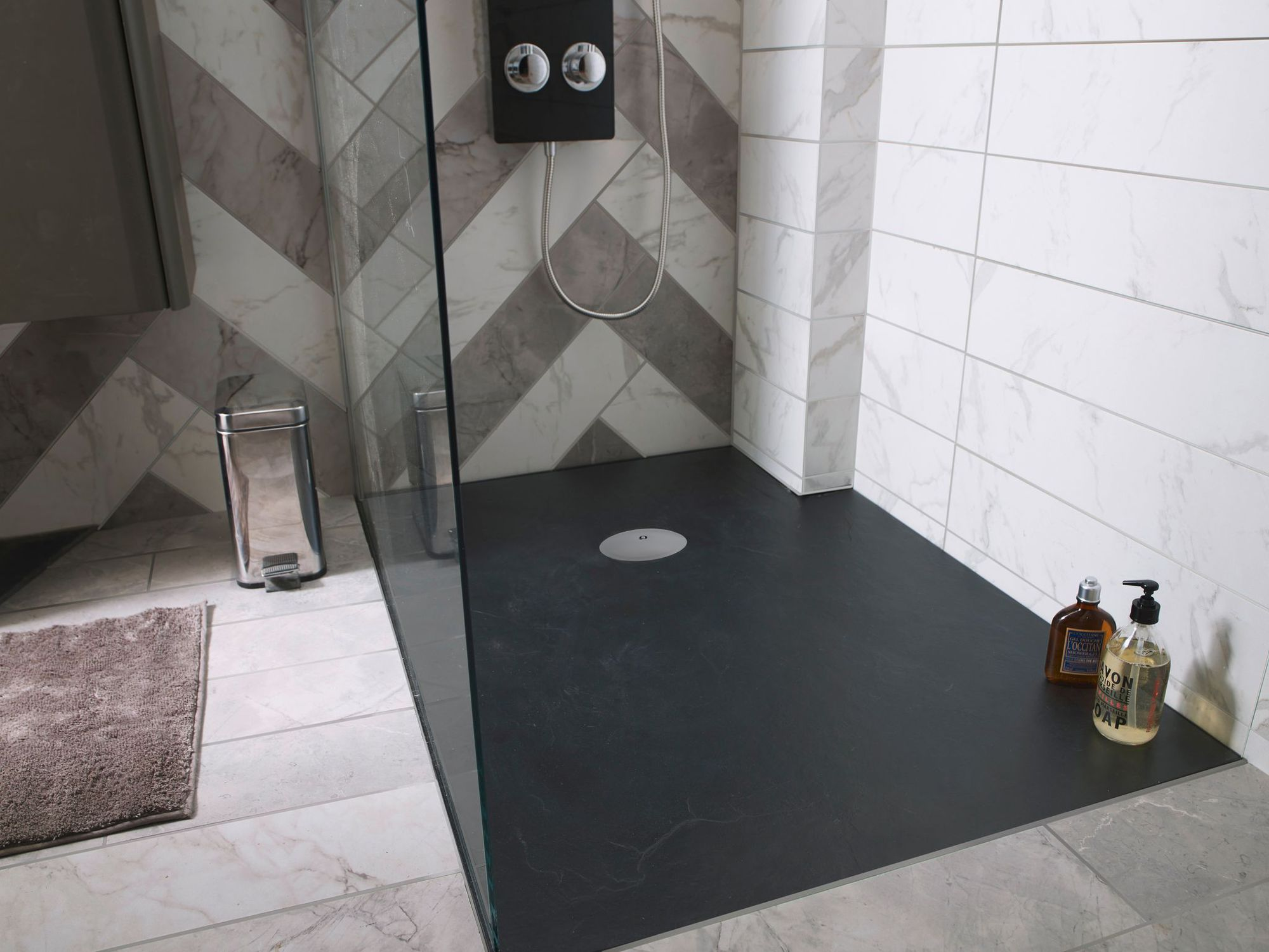 Salle de bain les tendances douche baignoire et - Comment poser un bac a douche extra plat ...