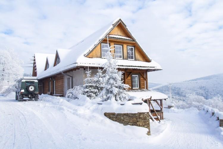 l' entretien d'un chalet en bois en hiver ! | habitatpresto