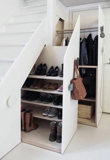 Dressing sous escalier