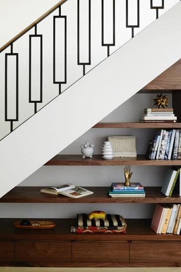 Etagères sous escalier
