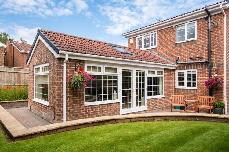 Agrandir sa maison tous les prix et techniques habitatpresto - Extension maison prix au m2 ...