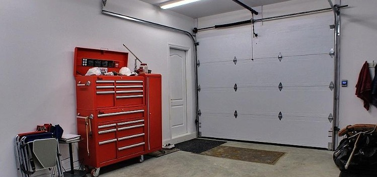 Comment isoler son garage porte et murs habitatpresto - Comment isoler une porte du bruit ...