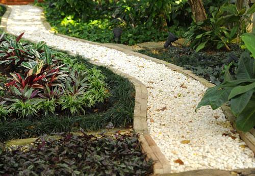 Allées de jardin : 8 idées pour embellir votre extérieur