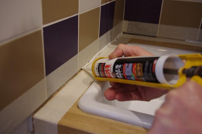 Comment refaire les joints de salle de bain - Refaire des joints de carrelage salle de bain ...