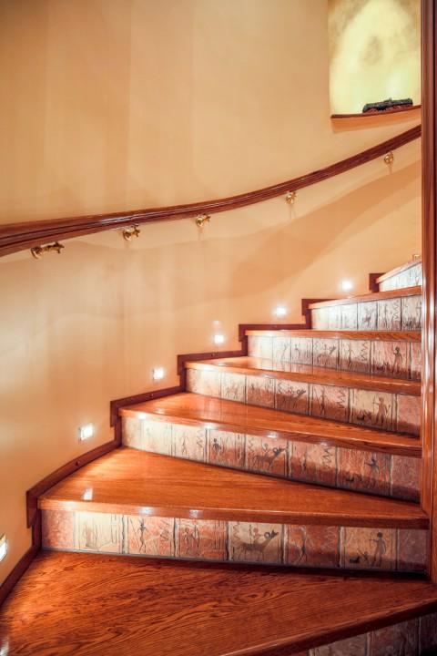 montée escalier bois naturel