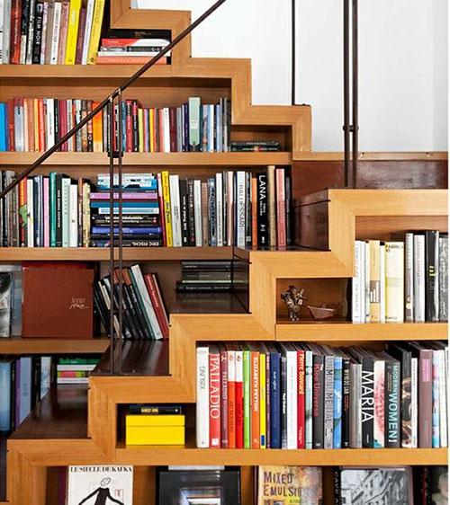 mur_bibli_escalier1