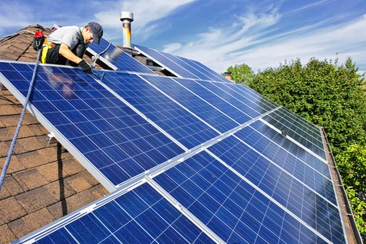 faire l 39 entretien de panneaux solaires habitatpresto. Black Bedroom Furniture Sets. Home Design Ideas