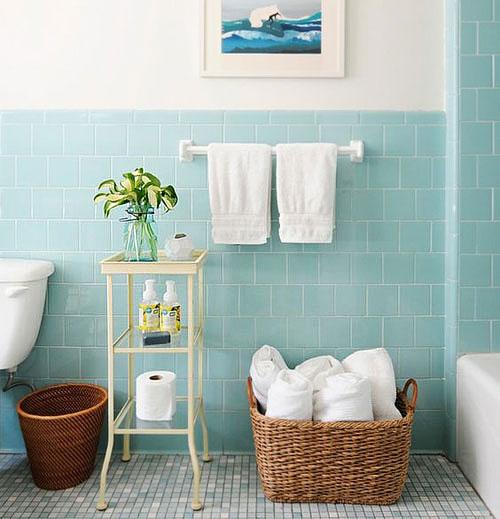Peinture bleue carrelage salle de bains