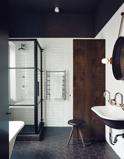 de llgance et du caractre avec une peinture noire pour le plafond de votre salle de bain peinture_plafond_sdbnoir - Plafond De Salle De Bain