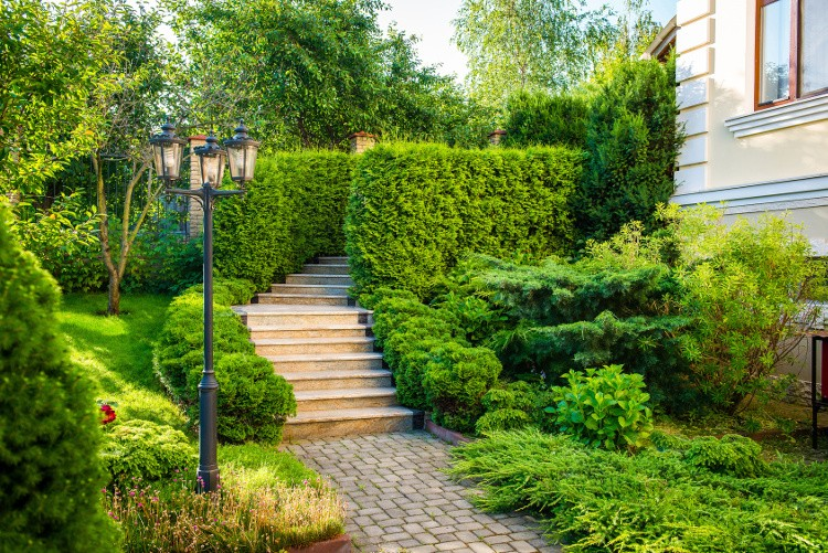 4 astuces pour am nager un terrain en pente habitatpresto for Jardin en pente amenagement