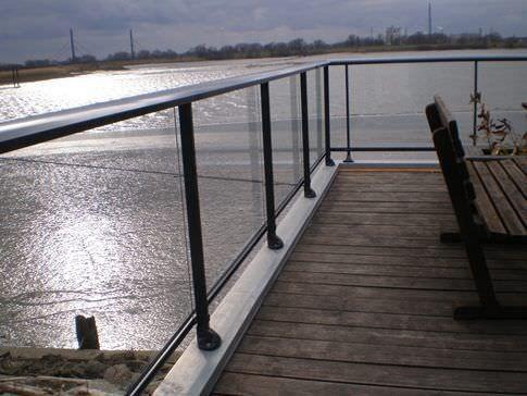 garde corps terrasse et balcon prix et infos pour bien choisir. Black Bedroom Furniture Sets. Home Design Ideas