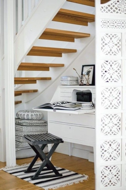 cr er un coin bureau sous l 39 escalier habitatpresto. Black Bedroom Furniture Sets. Home Design Ideas