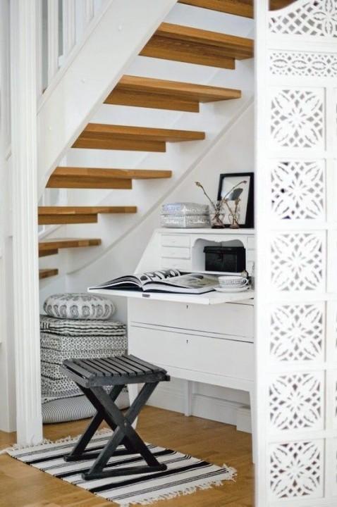 cr er un coin bureau sous l 39 escalier. Black Bedroom Furniture Sets. Home Design Ideas