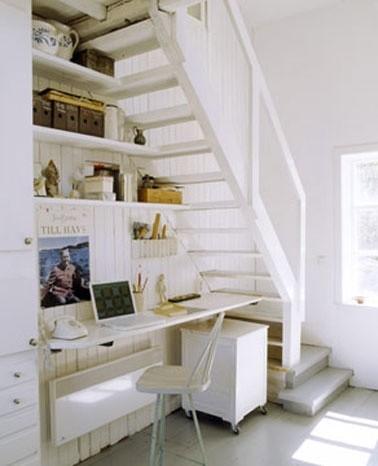 Cr er un coin bureau sous l 39 escalier habitatpresto for Amenagement bureau sous escalier