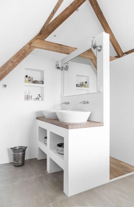 am nager une salle de bain sous les combles tout savoir. Black Bedroom Furniture Sets. Home Design Ideas