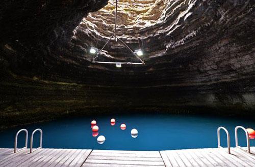 piscine_insolite_grotte1
