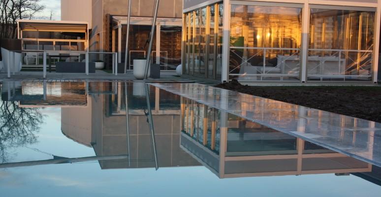 Comparatif prix des piscines individuelles habitatpresto for Piscine a debordement effet miroir