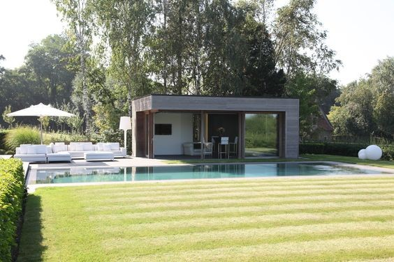 Pool house de piscine l 39 espace rangement et d tente id al - Photos pool house piscine ...
