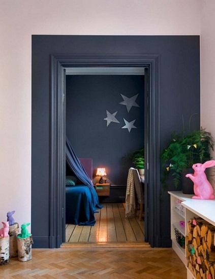 Porte encadrement bleu fonce