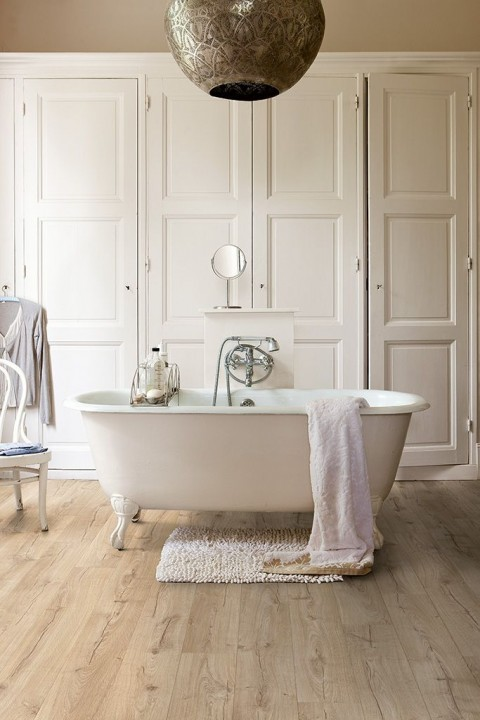 Parquet de salle de bain prix et conseils pour bien le - Salle de bain avec parquet ...