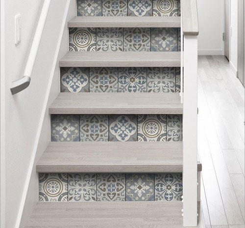 Stickers adhésifs sur contremarches d'un escalier