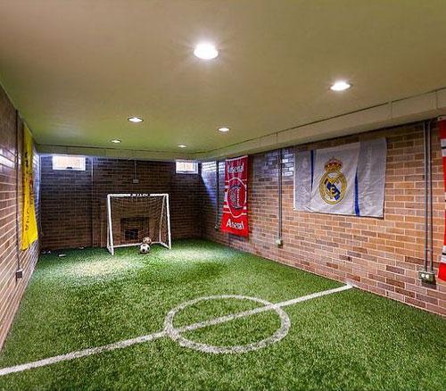 am nager une salle de jeux pour un petit footballeur. Black Bedroom Furniture Sets. Home Design Ideas