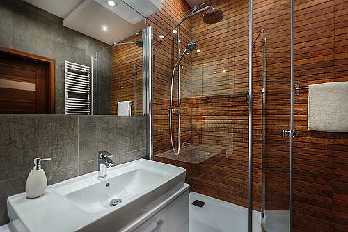 Salle de bains bois douche