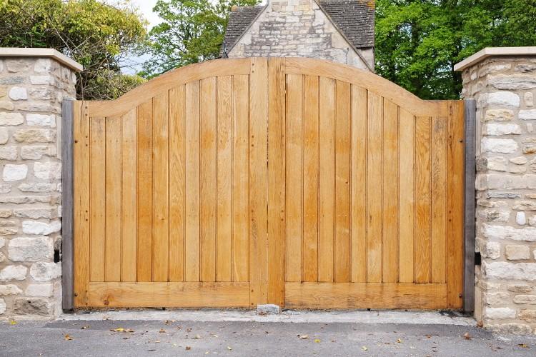 portail électrique bois