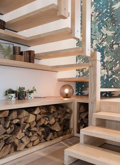 Stockage bûches sous escalier