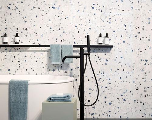 Salle de bains avec points bleus