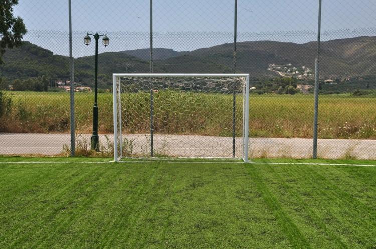 terrain de foot comment en am nager un dans son jardin habitatpresto. Black Bedroom Furniture Sets. Home Design Ideas
