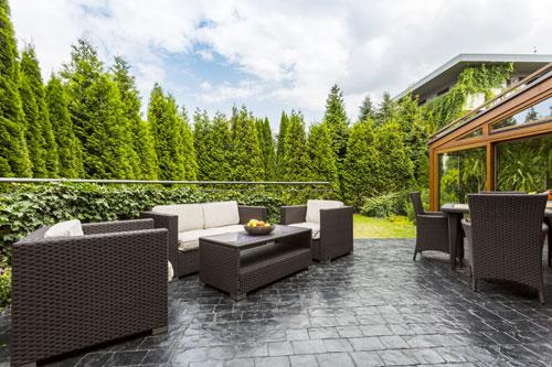 quels produits pour nettoyer une terrasse en b ton on. Black Bedroom Furniture Sets. Home Design Ideas