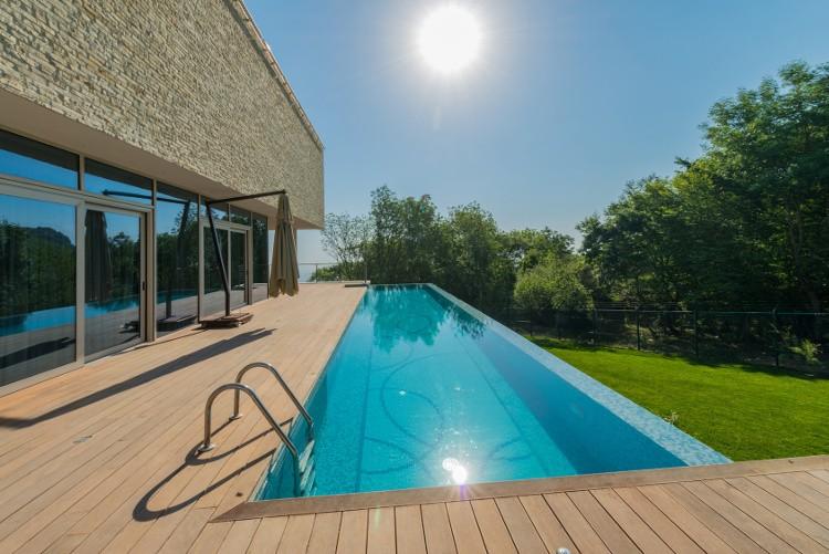 terrasse bois piscine débordement