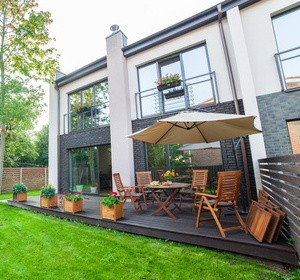 Faire poser une terrasse dalle sur plots habitatpresto - Coussin pour mobilier de jardin ...