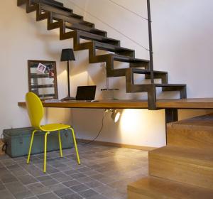 Cr er un coin bureau sous l 39 escalier habitatpresto - Amenagement bureau sous escalier ...