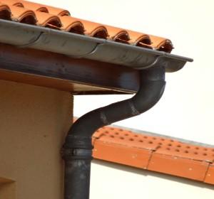 comment nettoyer sa toiture sans monter sur le toit fabulous comment faiton pour rnover une. Black Bedroom Furniture Sets. Home Design Ideas
