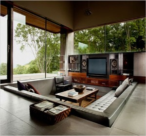 sunken sofa le salon enterr fait des ravages habitatpresto. Black Bedroom Furniture Sets. Home Design Ideas