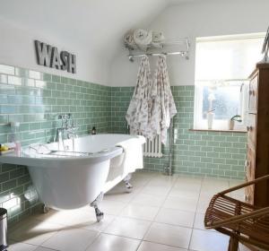 Rénover une salle de bains avec un petit budget : nos 7 astuces